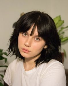 Pinterest: DEBORAHPRAHA ♥️ short hair style with bangs. Bangs for oval face shape hair style