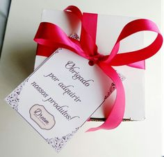 Detalhe luxo na embalagem da caneca. Você não dá uma caneca de presente para alguém, você está dando carinho, amor e muita fofura!