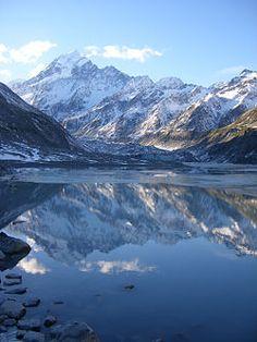 Monte Cook en Nueva Zelanda: conocido por ser uno de los destinos favoritos de los alpinistas, y porque allí se rodaron algunas escenas del Señor de los Anillos, este monte se encuentra en los Alpes Neozelandeses.