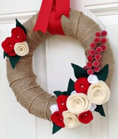 Easy DIY Christmas Wreaths Ideas 2014 - See more stunning DIY Chrsitmas Wreath ideas at DIYChristmasDecorations.net!