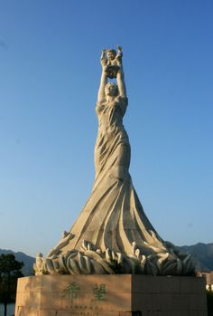 A statue in Qingyuan China celebrating motherhood. #qingyuan #china #motherhood