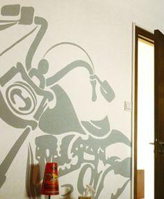 812fe3515f1 Ζωγραφική στον τοίχο σε δωμάτιο αγοριού με την αγαπημένη του μοτοσυκλέτα.  Δείτε περισσότερες πρωτότυπες ιδέες διακόσμησης για το παιδικό δωμάτιο στη  σελίδα ...