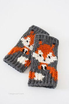 A set of cute fox fingerless gloves crochet pattern, and it's free! | www.1dogwoof.com