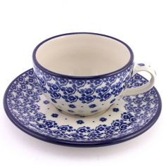 Polish pottery - I love how this pattern reflects! Reminds me of a calm lake... http://slavicapottery.com