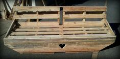 Welcome to your online community to discover and share your pallet projects & ideas! Thousands of recycled pallet ideas, free PDF plans & guides, safety information & useful guides for your next pallet project! 1001 Pallets, Recycled Pallets, Wooden Pallets, Pallet Wood, Pallet Kids, Outdoor Pallet Projects, Wood Projects, Pallet Chair, Diy Pallet Furniture