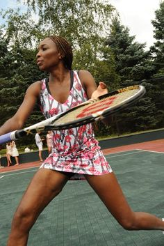 Venus Williams Celebrates Relaunch of EleVen Apparel Line Serena Williams Workout, Venus And Serena Williams, American Tennis Players, Hulk Sketch, Williams Tennis, Tennis Legends, Female Muscle, Black Camel, Tennis Stars