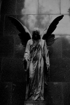 heh xD Angel in the dark Cemetery Angels, Cemetery Art, Angels Among Us, Angels And Demons, Dark Angels, Statue Ange, Sculpture Art, Sculptures, Dark Photography