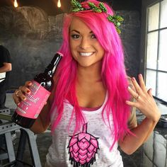 📸 credit: @craftybeermaven . It's WOMAN CRUSH WEDNESDAY! I'm sending a proud and loving shout-out to one of my all-time favorite ladies of #craftbeer—the absolutely stunning, ever talented @craftybeermaven aka Mik aka my hair color sister aka someone that I'm very proud to call a friend. Please give her a follow, she is nothing but a ray of sunshine and wealth of craft beer knowledge! . This post wouldn't be complete without a sincere and very public apology to my dear friend Mik. At one…