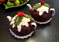 Quick & easy to make Get ready for Xmas festive season and tea time to fit the occasion. Make this eye catching Christmas pudding with Custard oozing down the sides of the Xmas pudding. It will just want you to have xmas all year round ! Not only make it for yourself, but what a lovely birthday or special gift to someone, especially if they have everything Sizing: average 4-6 cup tea pot Basic Skills Needed: Knitted on the flat with single pointed needles American terminology with metric ...