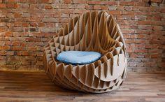 Mobiliário de papelão é tendência e combina com consumo sustentável Cardboard Furniture, Cardboard Art, Colorful Chairs, Lounge Furniture, Home Furniture, Furniture Design, Interior Decorating, Interior Design, Decoration