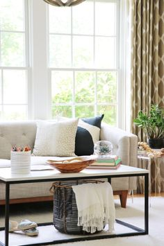 Summer Colors Tour-Simple Ways To Style Your Home For The Season Living Room Decor, Living Spaces, Living Rooms, City Farmhouse, Country Farmhouse, Coastal Farmhouse, Farmhouse Decor, French Country Living Room, Home Decor Inspiration
