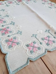 Lovely floral embroidered tablecloth in mint condition, spotless. The size is: 13 x 13 The material is linen, cottonthread International shipping Contact me i Cross Stitch Borders, Cross Stitch Designs, Cross Stitch Patterns, Hardanger Embroidery, Cross Stitch Embroidery, Hand Embroidery, Types Of Embroidery, Embroidery Patterns, Palestinian Embroidery