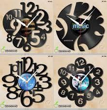Resultado de imagem para decoração com disco de vinil Clocks Inspiration, Scroll Saw, Wall Clocks, Vinyl Art, Vinyl Records, Washer Necklace, Craft Projects, Diy Ideas, Recycling