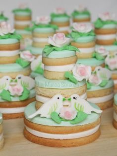 http://lamuccasbronza.blogspot.com  wedding cookie cake