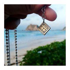 suspiros de amor por esses detalhes.  já deu uma espiadinha na nossa nova coleção? vem ver:  www.milacoelho.com.br  #detalhes #moda #colar #colarismo #colares #milacoelho #acessórios #floripa #fashion #fashionjewelry