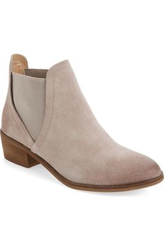 Definitely needing these classic Chelsea boots for fall. They will pair perfectly with denim and dresses all season long.