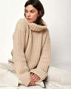 Welcome to the wonderful world of turtleneck sweaters.and other things Thick Sweaters, Cozy Sweaters, Mode Style, Cashmere, Turtle Neck, Knitting, Chunky Knits, Long Sleeve, Passion
