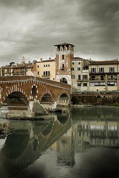 Ponte Pietra, Verona italia | par violinconcertono3