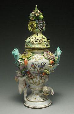 rare early Meissen porcelain 1774-1814 cherub  flower decor potpourri urn