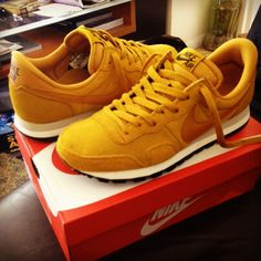 newest 82496 a4e52 Nike Air Pegasus  83. Gold suede everywhere.  nike  sneakers Tenis,