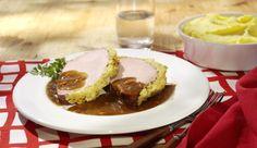 Warum nicht mal den klassischen Kasseler mit einer würzigen Zwiebel-Senf-Kruste verfeinern? Mit leckerem Kartoffelpüree und deftigem Sauerkraut bekommst du so ein perfektes Sonntagsgericht.