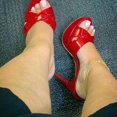 she got sexy toes Sexy High Heels, Beautiful High Heels, Beautiful Toes, Sexy Legs And Heels, Hot Heels, Pumps Heels, Stiletto Heels, Sexy Zehen, Nylons Heels