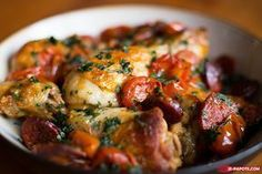 I suggest you a simmered recipe: a simmered chicken chorizo. It's simple, easy to prepare for a balanced and spicy dinner! Batch Cooking, Cooking Recipes, How To Cook Chorizo, Healthy Snacks, Healthy Recipes, Good Food, Yummy Food, Salty Foods, Chefs