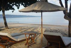 Perfect setting for sun bathing on Jimbaran beach. Photo by Mango Tree Villas