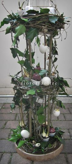 Fioreria Oltre/ Tall easter arrangement with eggshells, preserved ivy, bulbs and candles  https://it.pinterest.com/fioreriaoltre/fioreria-oltre-easter/