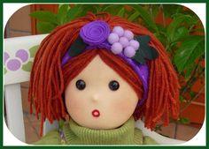Il metodo per fare i capelli lisci alle bambole è molto semplice.   Nel web si vedono parecchi tutorial in proposito.   Io l'ho imparato qu...