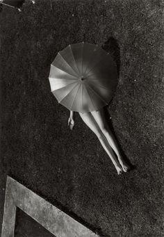 Martin Munkacsi Nude with Parasol 1935