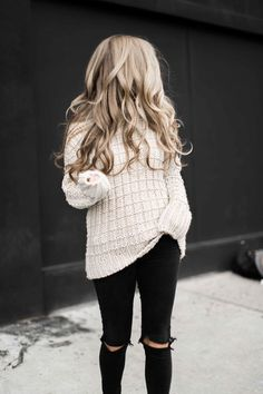 style, fashion, street style, womens fashion, distressed jeans, travel bag, chunky sweater, chunky knit sweater, moon river, anthropolgie, sole society, hat, blonde, blonde hair, soft curls, ootd