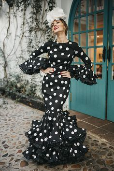 Auténtico sabor español. Descubre los trajes de flamenca de Johanna Ortiz Calderón, perfectos para lucir en la feria de abril de Sevilla.