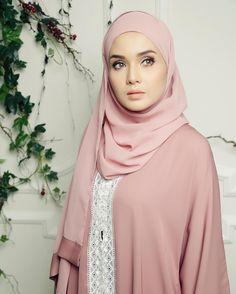 Client @do_buy_abaya  Model @husnamustaffa  Mua @makeupbynurulmf