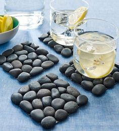 riverstone coasters viva terra Sustainable Home: Look of the Day Great ideas for a green home Diy Home Crafts, Crafts To Sell, Diy Home Decor, Keramik Design, River Stones, River Rocks, Tabletop Accessories, Stone Crafts, Stone Coasters