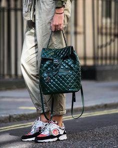 """ahatAchanel! London fashionweek ss16 #whatAstreet #estellepigault @stelouchebabouche #chanel #bag #sneakers #detail #accessory #fashion #moda #streetstyle…"""