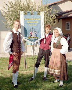 Friuli Hello all, today I will speak about the costumes of the Friuli people, also called the Furlan. This is the thir. Caucasian Race, Art Populaire, Folk Clothing, Traditional Dresses, Marie, Character Design, Dress Up, Culture, Embroidery