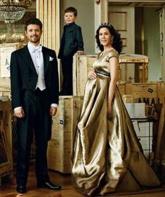 Mary, a commoner from australia, has brought the royal family closer to their people. Crown Prince Frederik and Crown Princess Mary (pregnant, wearing a Talbot Runhof gown) of Denmark with Prince Christian - German Vogue Denmark Royal Family, Danish Royal Family, Casa Real, Crown Princess Mary, Prince And Princess, Maternity Wear, Maternity Fashion, Maternity Style, Pregnancy Style