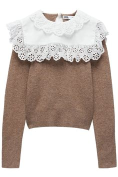 Sweater Made Of Wool Blend Fabric. Round Neck And Long Sleeves. Poplin Appliqué With Embroidered Eyelet Trim. Back Opening With Button Closure. Granny Chic, Vintage Mode, Sweater Making, Poplin, Wool Blend, Vintage Dresses, Zara, Vintage Fashion, Ruffle Blouse