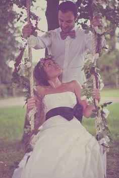 This would be a cool idea for wedding pics, now if only i could find one. . .