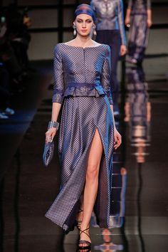 See all the Collection photos from Giorgio Armani Prive Spring/Summer 2014 Couture now on British Vogue Haute Couture Style, Couture Mode, Spring Couture, Couture Fashion, Runway Fashion, Fashion Week Paris, Spring Fashion, High Fashion, Fashion Show