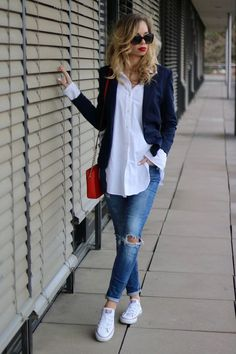 Outfit: How to :: Casual Chic - Oversized Shirt & Red Lip .- Outfit: How to :: Casual Chic – Übergroßes Hemd & rote Lippen Outfit: How to :: Casual Chic – Oversized Shirt & Red Lips, - Casual Friday Outfit, Casual Chic Outfits, Work Casual, Casual Looks, Casual Chic Style, Casual Summer, Casual Clothes, Women's Clothes, Mode Outfits