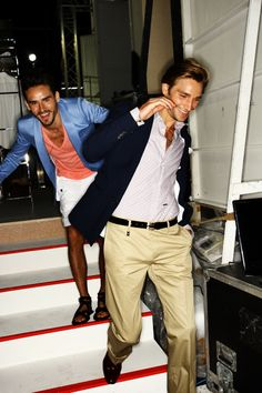 What a fantastic color combination, blue-white-peach. Powered by Dsquared2