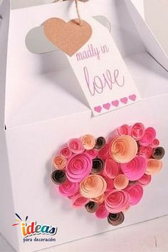 ¡Decora una caja de regalo con estas hermosas rosas de papel!#SanValentín♥