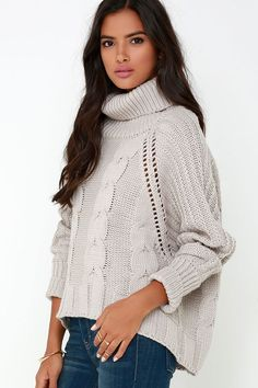 A night of stargazing is in sight, as is the very cute and stylish Ursa Major Light Grey Oversized Sweater! Warm grey cable knit fabric forms from a relaxed turtleneck. Moda Junior, Passion For Fashion, Love Fashion, Sweater Outfits, Casual Outfits, Oversized Grey Sweater, Thick Sweaters, Tunic Tank Tops, Stylish Dresses