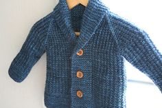 Ravelry: Oscar pattern by Lili Comme Tout. This pattern costs but is so cute and spans a wide range of children's sizes. Baby Cardigan Knitting Pattern Free, Baby Boy Knitting Patterns, Knitted Baby Cardigan, Knit Baby Sweaters, Boys Sweaters, Baby Knitting, Baby Knits, Toddler Cardigan, Cardigan Bebe