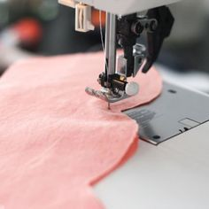 How to Sew Scalloped Edges   Great tutorial and tips for sewing scalloped edges! You can use it with the Highland Avenue House or any of the other scalloped sewing projects you might want to make.