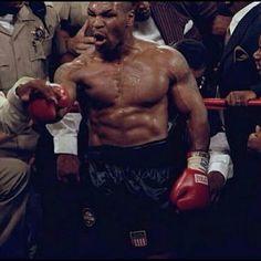 Mike Tyson Ufc Boxing, Boxing Workout, Mike Tyson Boxing, Muhammad Ali Boxing, Macho Alfa, Boxing History, Joe Louis, Angry Face, Boxing Champions