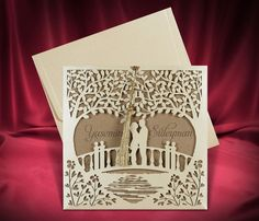Rustic laser cut wedding Invitation with couple on the bridge. Personalize it for free (any language)! Size: cm Price includes: - Invitation - Envelope - Custom printing (any language) - Standard shipping Build your suite (matching cards): - RSVP cards - Invitations Quinceanera, Wedding Reception Invitations, Rustic Wedding Reception, Wedding Invitation Cards, Wedding Programs, Wedding Cards, Camo Wedding, Floral Wedding, Diy Wedding