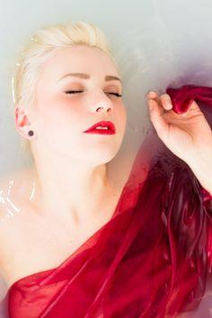 #bathtub #portrait #photography #women #womenphotography #bathtubportrait #water #red #redlips